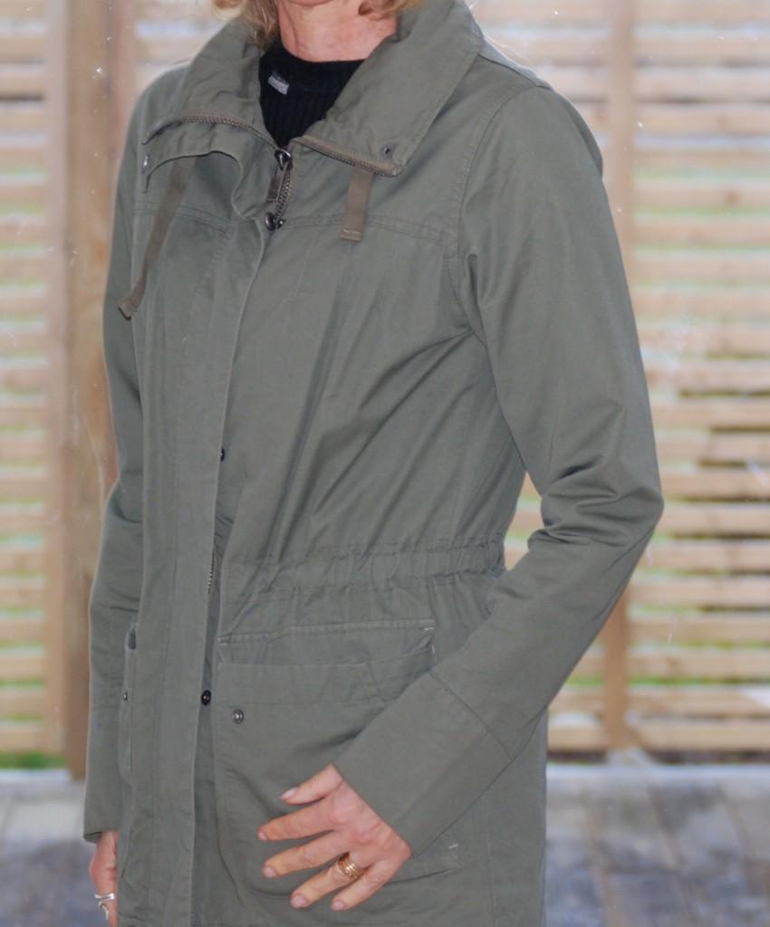 Dcate jacka med dragskov i mijdan grön 36