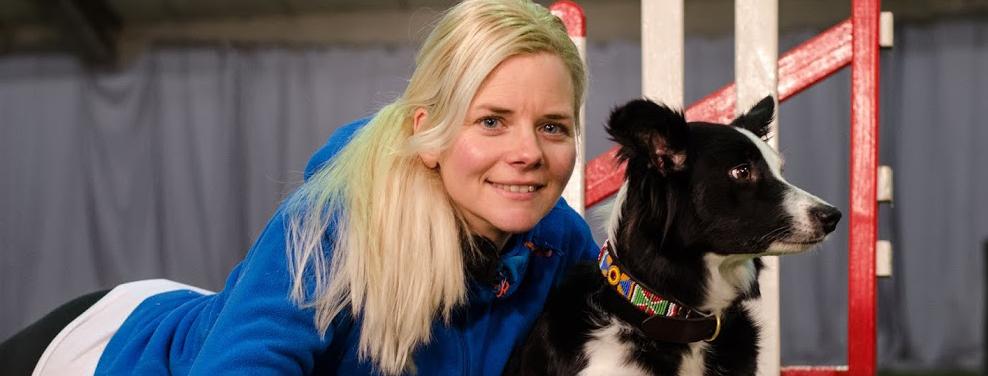 En av de hundsportare som ger mig inspiration är Jenny Damm. Inte bara för hennes framgångar utan lika mycket för hennes coola sätt att se på sig själv och det hon gör. No big deal liksom...Man går in och kör järnet bara. ;)